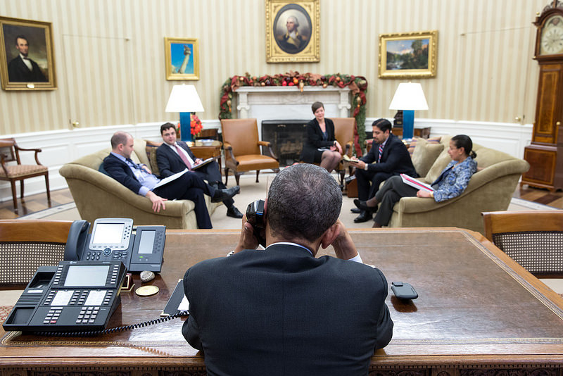 Obama talks to raul castro