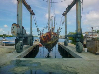 Monroe County Removes 16 Derelict Vessels from Public Waters Using FWC Grant