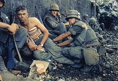 VIETNAM-25-SOLDIERS REST public domain via wikimedia